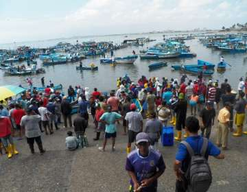 Pescadores realizan paro en el puerto de Santa Rosa