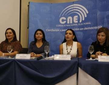 QUITO, Ecuador.- En el CNE, se socializó con los vicealcaldesas las propuestas sobre paridad de género. Foto: API