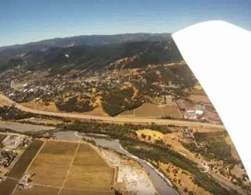 ¿Qué graba una cámara al caerse de un avión?