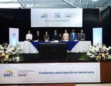 CNE entregó credenciales a nuevas autoridades en Manabí
