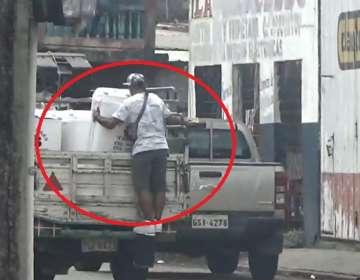 Roban una lavadora de un carro en movimiento Quevedo