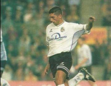 Jugó en la temporada 1998-1999 en Unión Deportiva Salamanca.
