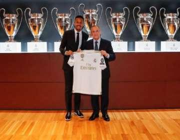 Éder Militao se mareó en su presentación como nuevo jugador del Madrid.