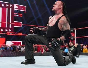 Undertaker venció, junto a Roman Reigns, a Shane McMahon y Drew Mcintyre. Foto: Tomada de wwe.com