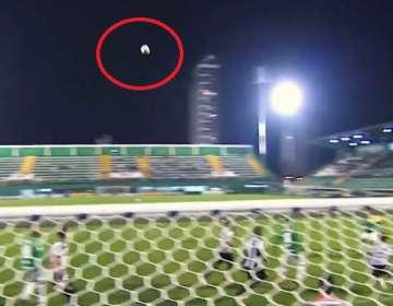El extraño movimiento de la pelota en el estadio de Chapecoense