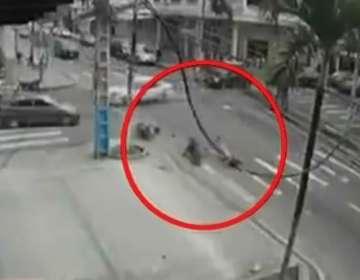 Mujer muere tras ser impactada por auto en Guayaquil