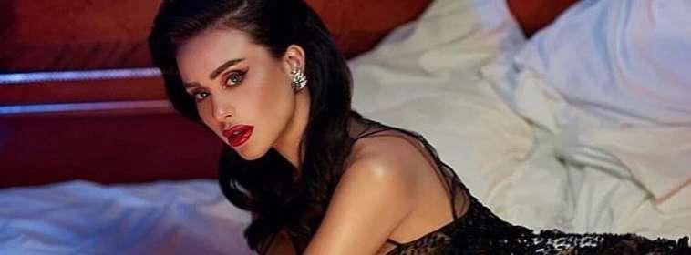 Modelo de Playboy muere tras recibir vitaminas intravenosas.