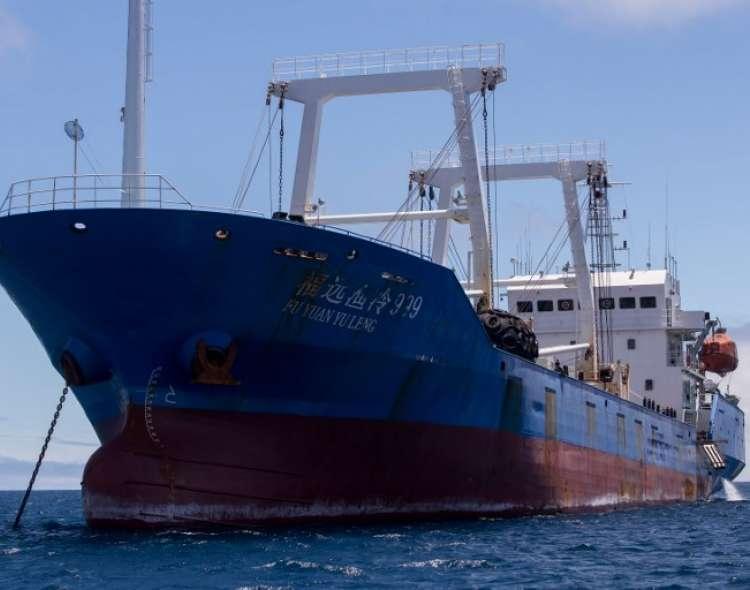 Una gigantesca flota pesquera conformada por 245 buques chinos se encuentra a dos millas de Galápagos. Foto: AFP (referencial)