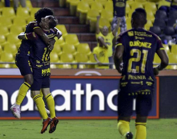 Los amarillos vencieron 2-0 a los riobambeños en el estadio Monumental. Foto: API