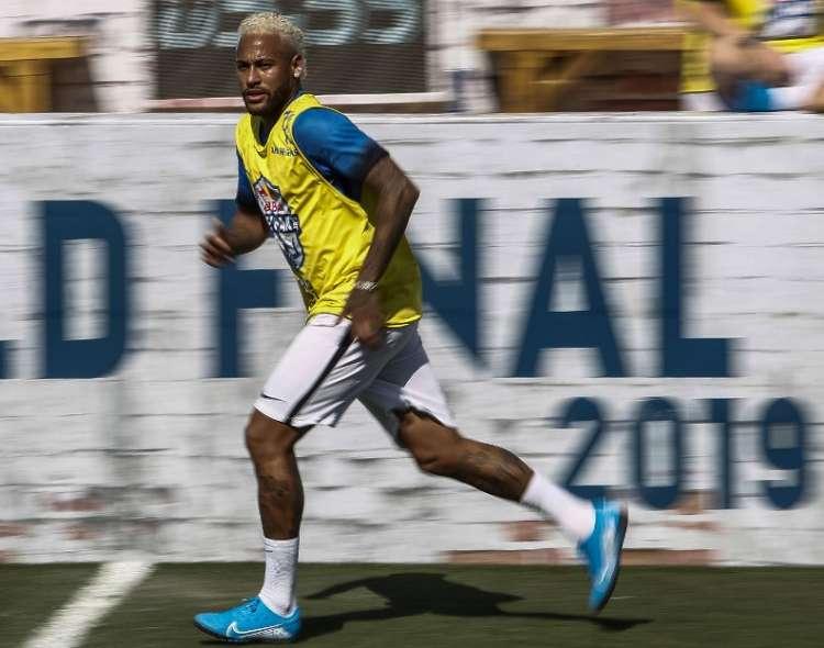 El brasileño debió presentarse la semana pasada a las prácticas del elenco francés. Foto: MIGUEL SCHINCARIOL / AFP