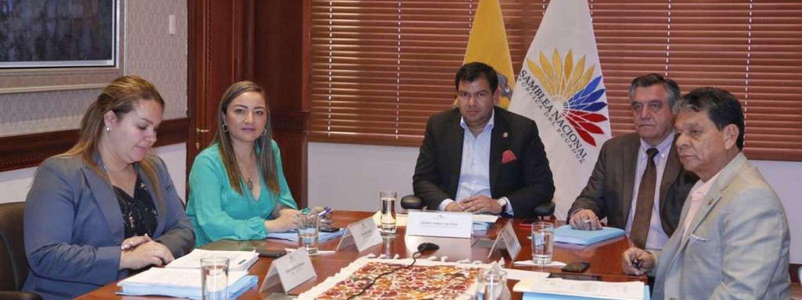 Se trata de las solicitudes de Fabricio Villamar y de Jeannine Cruz y Raúl Tello. Foto: API