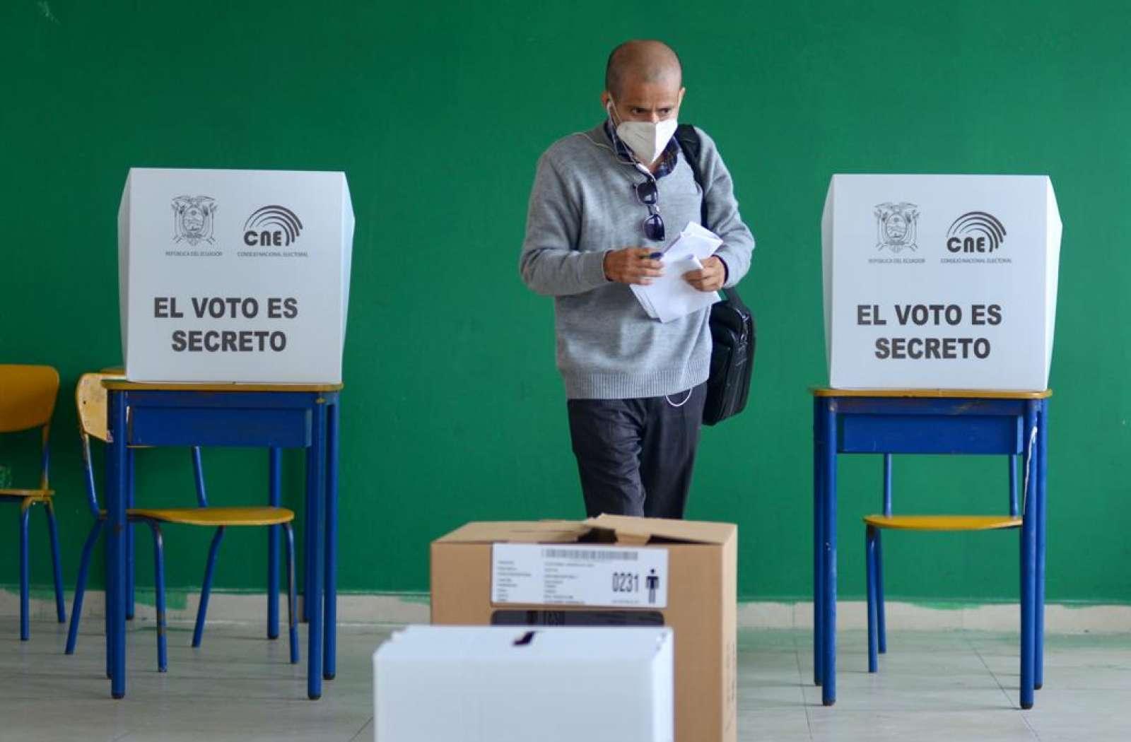 Elecciones generales 2021, escuela Ileana Espinel Cedeño en Guayaquil. Foto: API