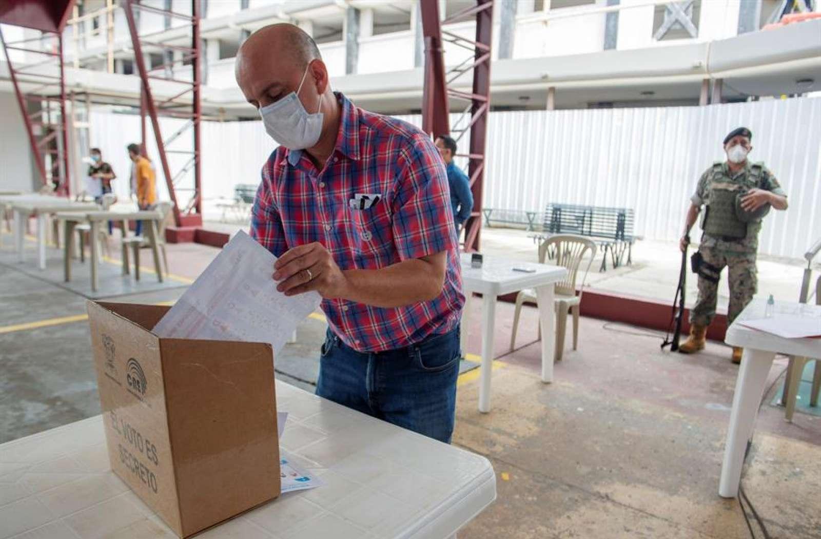 410 mil ecuatorianos votan en el exterior.