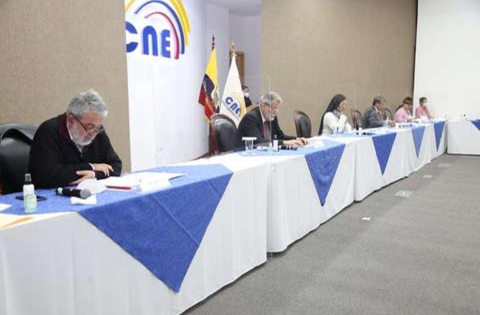Tres vocales del CNE votaron en contra del pedido de la Contraloría
