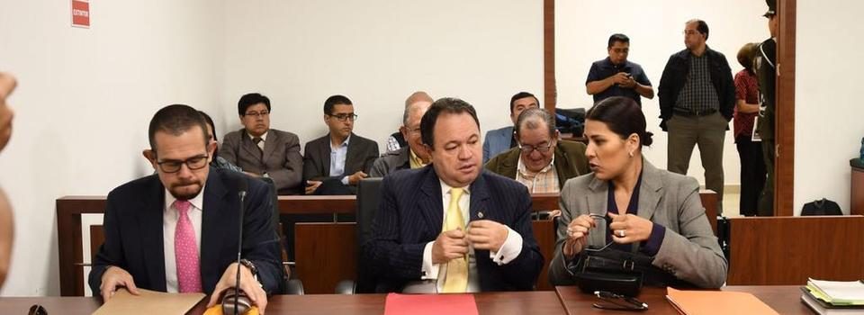 QUITO, Ecuador.- La jueza dispuso al titular de la encuestadora la prohibición de ausentarse del país. Foto: API