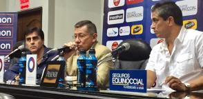 Carlos Villacís dio una rueda de prensa tras la reunión con Gustavo Quinteros. Foto: Archivo