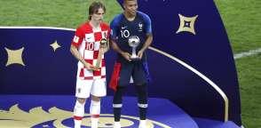 Ambos futbolistas jugaron la final de Rusia 2018. Foto: AP Foto/Thanassis Stavrakis)