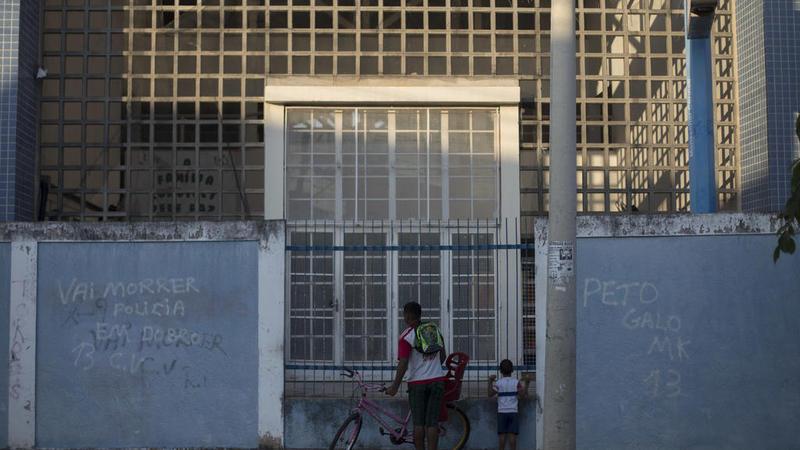 """La pintada en la pared dice en portugués """"Morirán el doble de policías"""""""