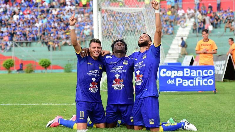 Delfín - Emelec, jugado en el Estadio Reales Tamarindos. Fecha 11 del Campeonato Ecuatoriano 2017