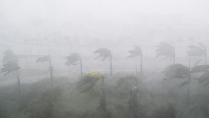 Los vientos fuertes y la lluvia del huracán Irma se ven en Miami, Florida el 10 de septiembre de 2017