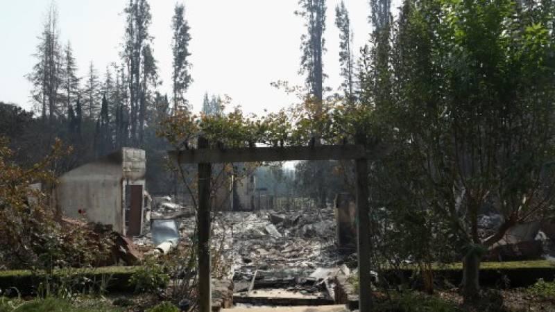 Una vista de los restos de los hogares que fueron destruidos por el fuego del atlas en Napa, California