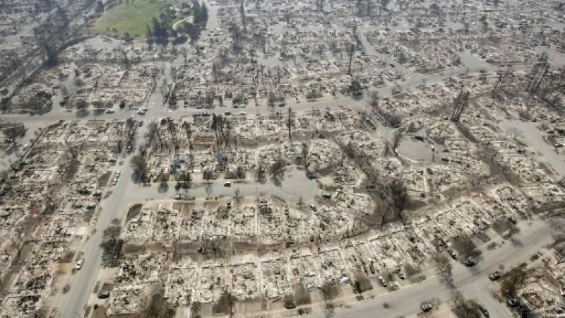 Una vista aérea muestra las propiedades quemadas en Santa Rosa, California, el 12 de octubre de 2017