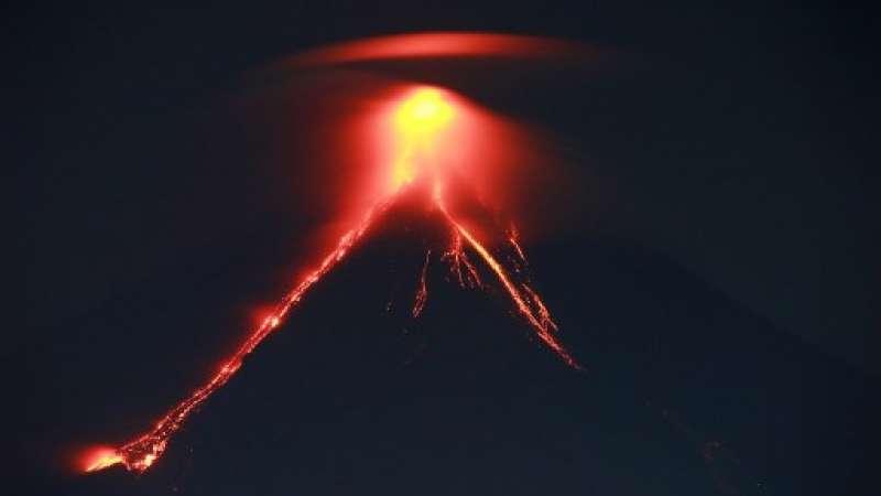 Alerta del volcán filipino ante una erupción
