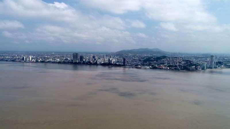 Guayaquil desde el río Guayas