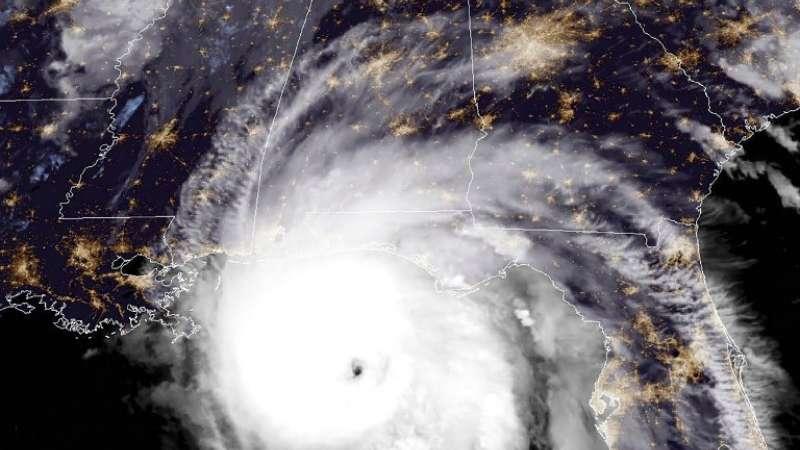 Esta imagen satelital NOAA / RAMMB muestra el huracán Michael frente a la costa del Golfo de EE. UU Foto: AFP