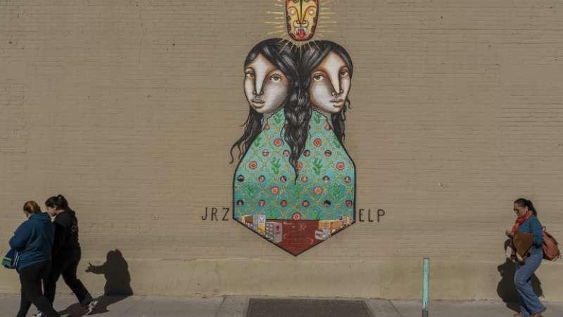 """""""Sister Cities"""", mural pintado por Los Dos. Foto: AFP"""