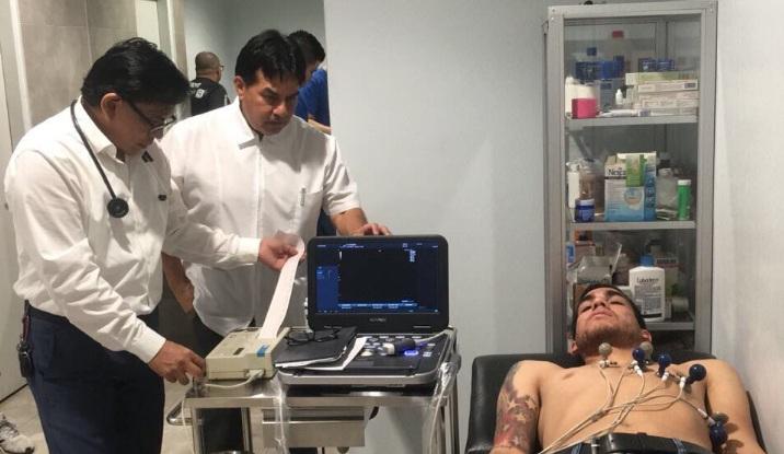 El defensa argentino mientras se realizaba los chequeos médicos. Foto: Emelec