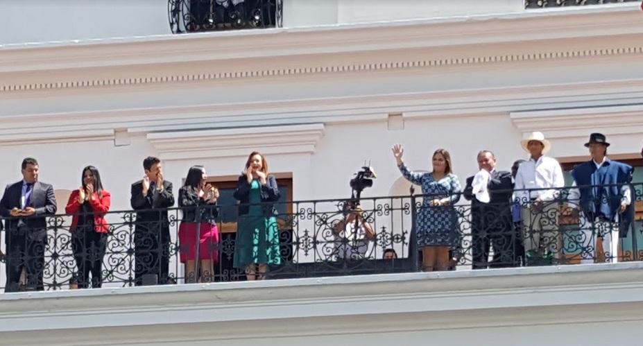 QUITO, Ecuador.- La vicepresidenta Ma. Alejandra Vicuña y la canciller saliente Ma. Fernanda Espinosa durante el cambio de Guardia Presidencial. Foto: Ecuavisa